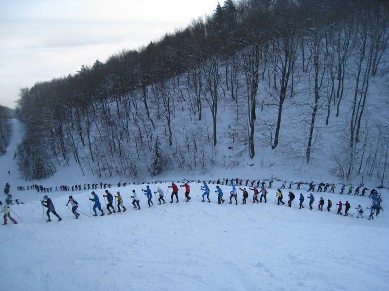 Zimska liga Peš na Pohorje je prireditev z odličnim družabnim ozračjem. Marsikdo pa jo razume kot ultimativni preizkus vzdržljivosti. Vsak teden. vir: shrichinmojraces.org