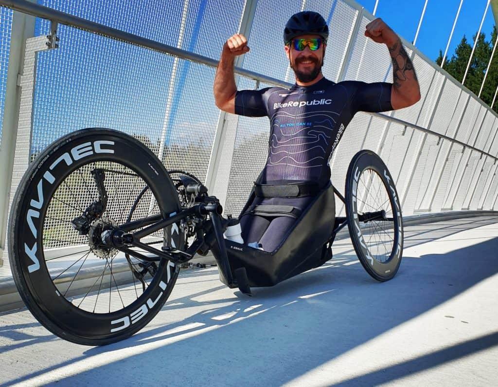 Primož Jeralič športnik ročni kolesar paraolimpijec znana osebnost med treningom s svojim ročnim kolesom