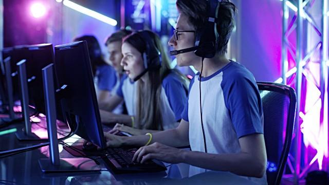 Profesionalni igralci računalniških iger ESPORT