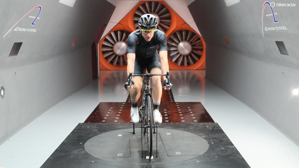 Pearl Izumi - Pursuit Jackets Aero vam pomaga hitreje kolesariti.