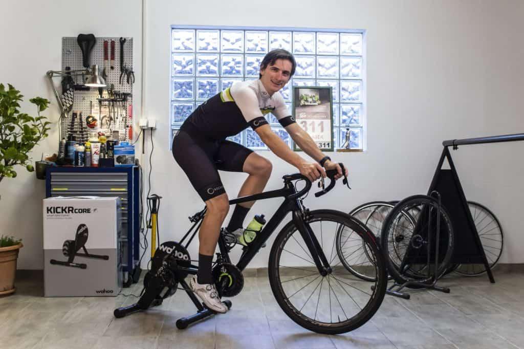 Ocena test wahoo pametnega trenažerja KickrCore Aleksej DOlinšek trener kolesarstva