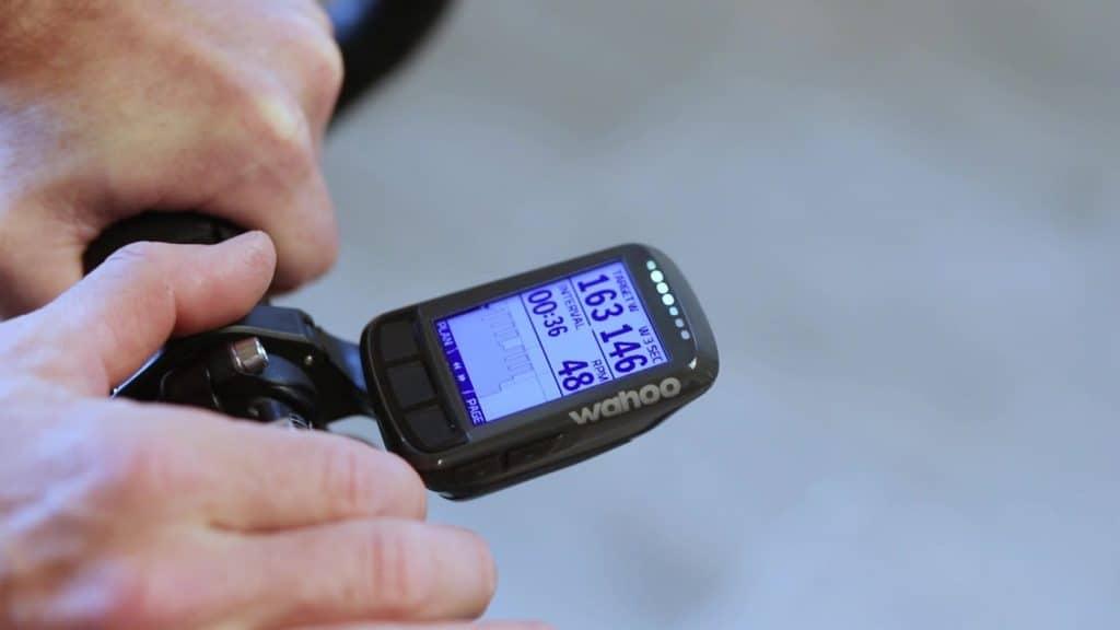 Uporaba pametnega trenažerja wahoo kickr core s števcem elemnt bolt.
